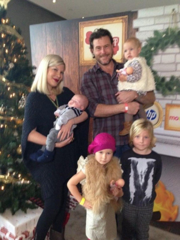 Alles nur Fassade? Tori Spelling mit Familie c/o babble.com