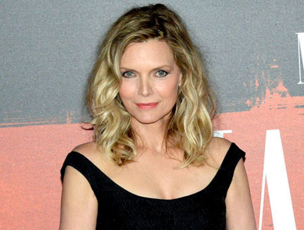 michelle-pfeiffer-0912321