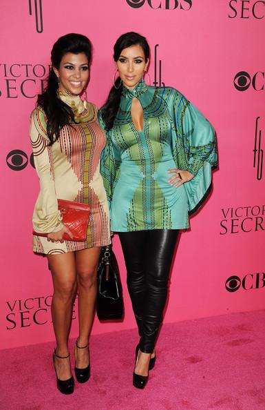 Schwesternliebe? Kourtney und Kim Kardashian c/o zimbio.com