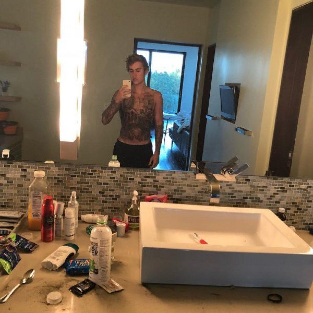 Justin Bieber prahlt mit seinem neuen Torso Tattoo auf Instagram
