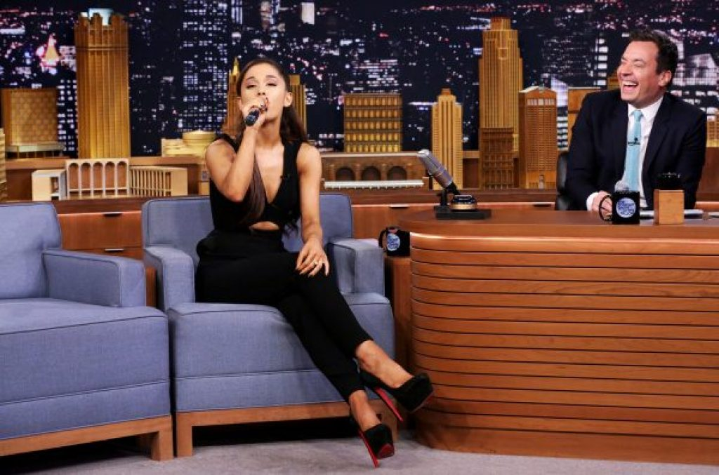 Ariana Grande folgt in den Schritten von Cardi B mit ihren Auftritten im Nacht TV