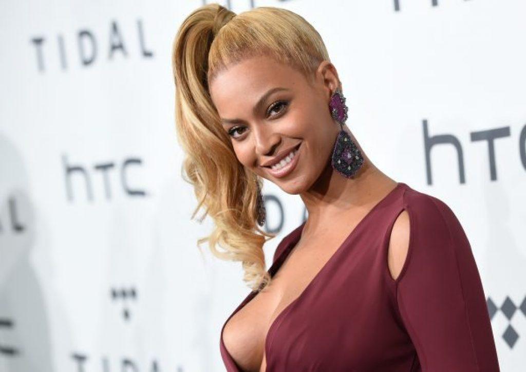 Beyoncé Fans reagieren wirklich lustig, nachdem sie eine emotionale Botschaft mit ihnen teilt