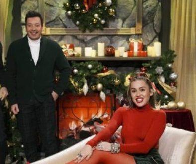 """Miley Cyrus singt ihre eigene Version von """"Santa Baby"""""""