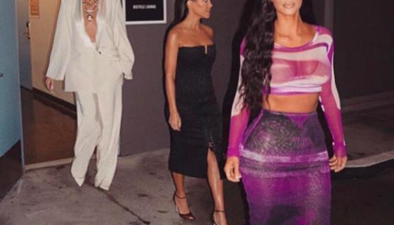 Kim Kardashian veröffentlicht ein unbearbeitetes Foto von Khloe und Fans sehen einen großen Unterschied