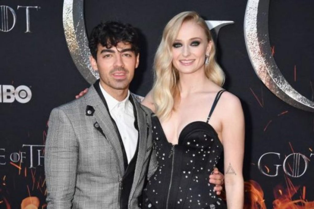 Joe Jonas und Sophie Turner schlossen den Bund fürs Leben in einer Überraschungszeremonie in Las Vegas